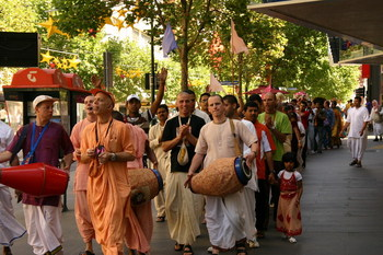 Procession in Swanston Walk