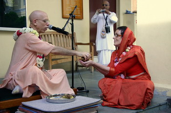Sarva-mangala receiving her beads