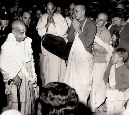Srila Prabhupada arrives Sydney 1971: