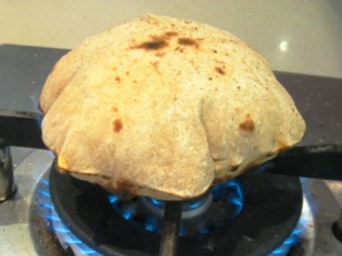 chapatis puffed to the max: