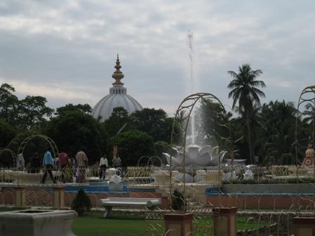 mayapur garden scene:
