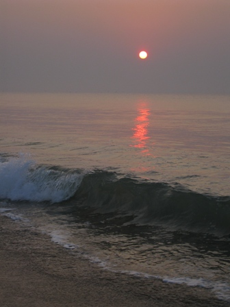 puri beach sunrise: