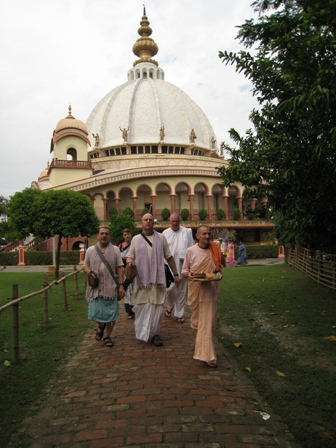 the path to Mother Ganga: